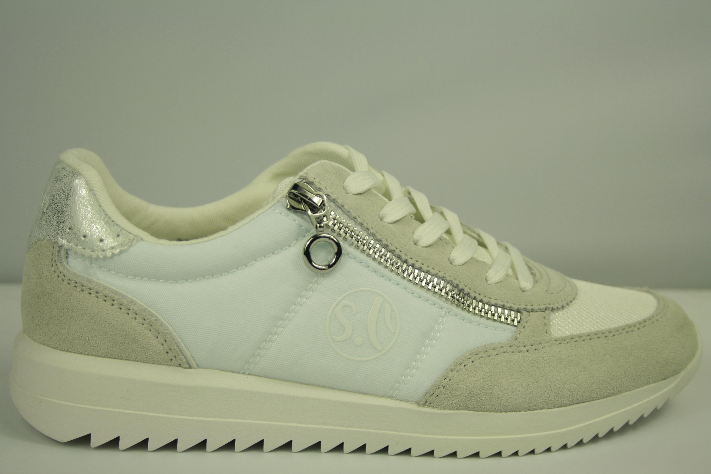 d05b65133b2 'S oliver sportieve witte dames sneaker met zacht voetbed. Nieuwe collectie
